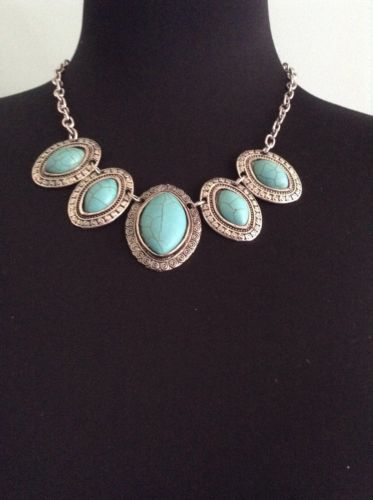 Nice-Faux-Turquoise-Silver-Vintage-Style-Medallion-Necklace