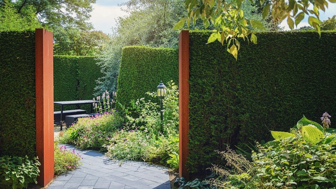 Great use of hedging to create a secluded area in the ...