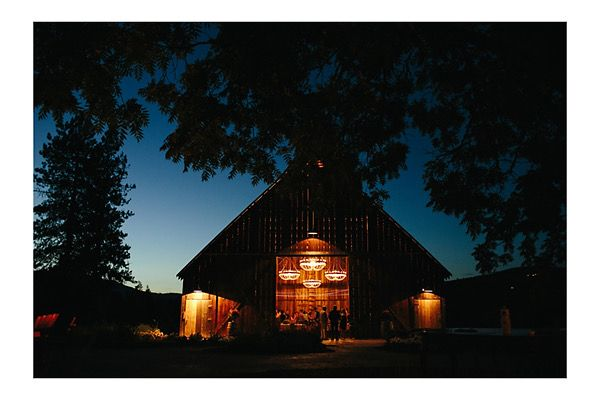 Tin Roof Barn Wedding at Night Oregon Wedding Photography ...