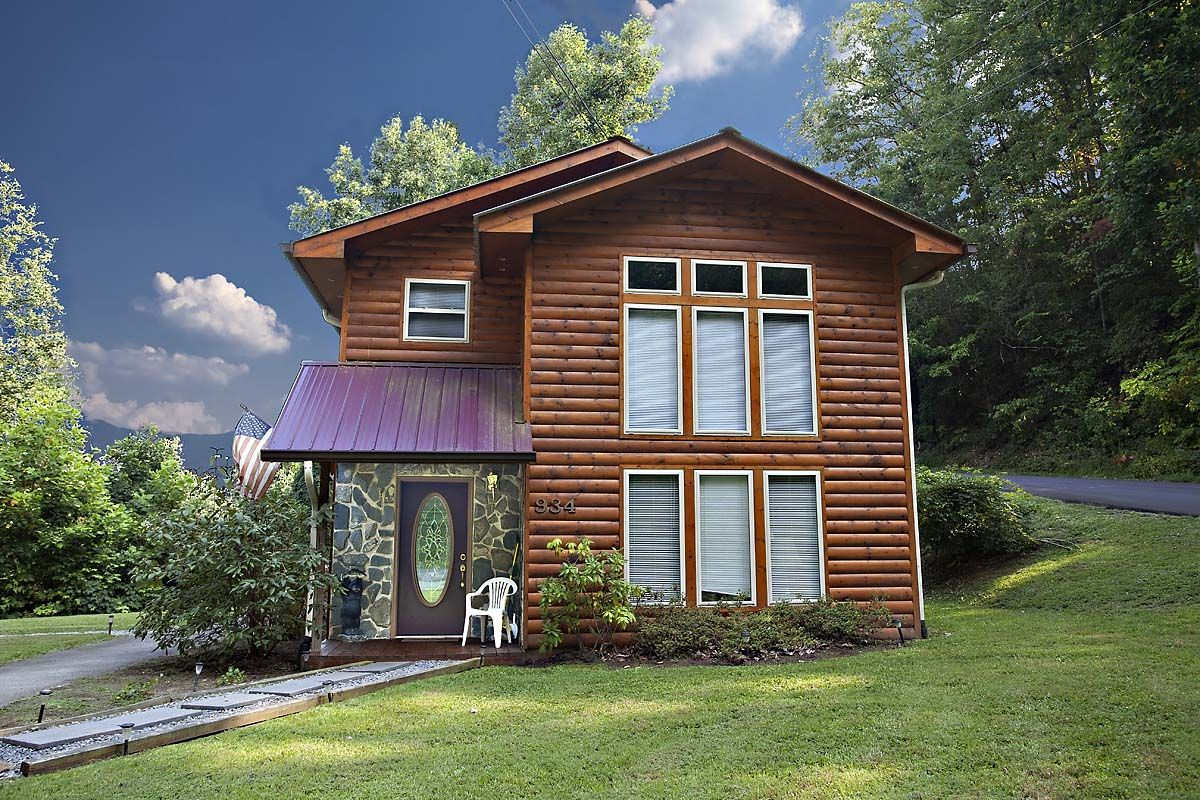 getaway rental smoky cabins sevierville property pet redawning gatlinburg friendly vacation rentals in cabin mountain