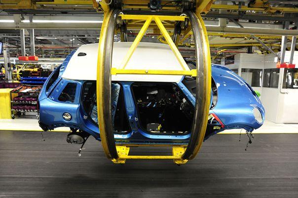 Comenzó la producción del Mini Cooper 5 puertas  La producción del nuevo modelo de Mini Cooper, con 5 puertas, comenzó en la planta de BMW en Oxford en el Reino Unido