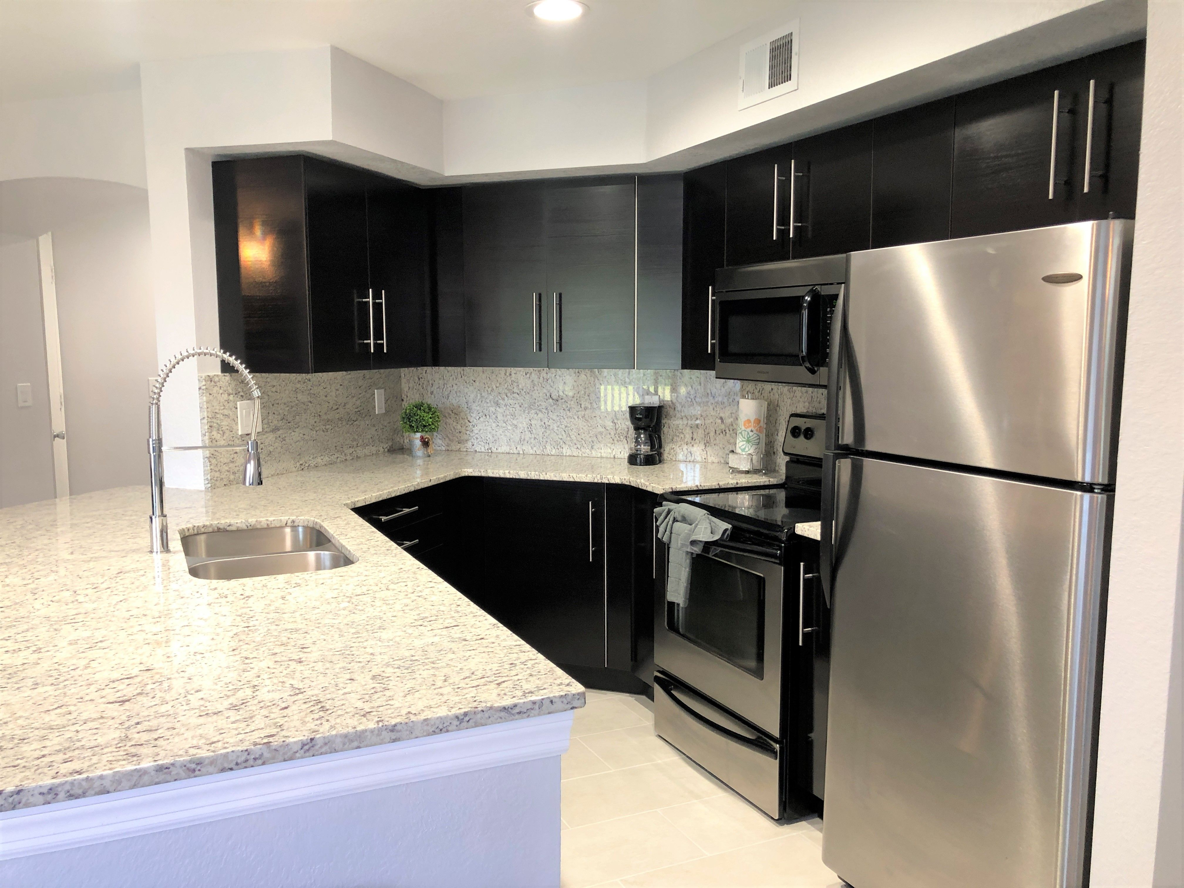1 Bedroom Condo Located In Metrowest This Resort Like Community Includes A Gym Tennis Courts Pool San Luxury Kitchens Corporate Housing Furnished Apartment