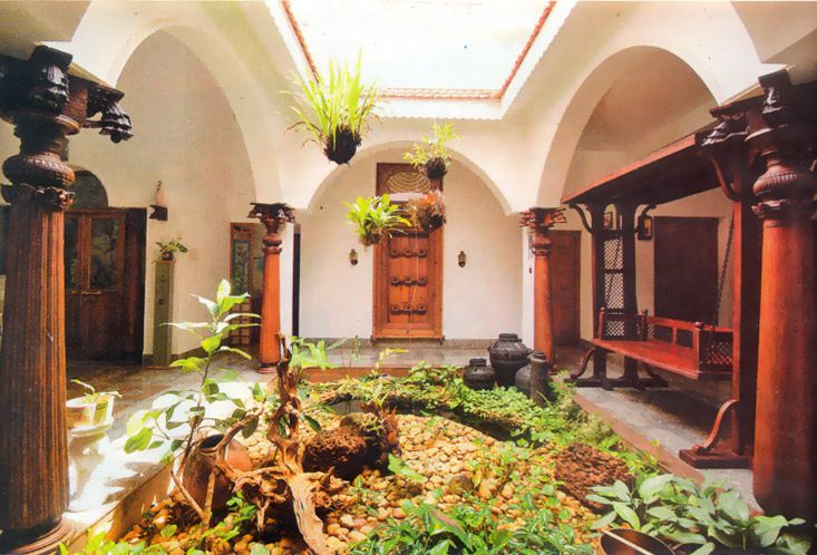 Small courtyard ideas and photos exterior small green for Traditional house plans in india