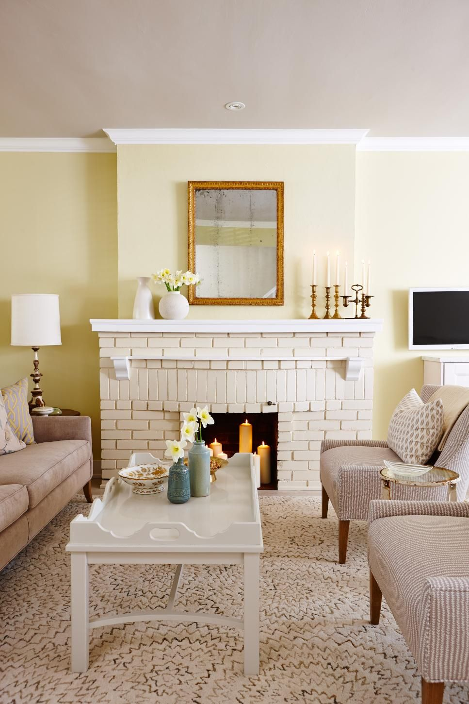 Hgtv Small Spaces Living Rooms: Stylish Living Room, Fireplace