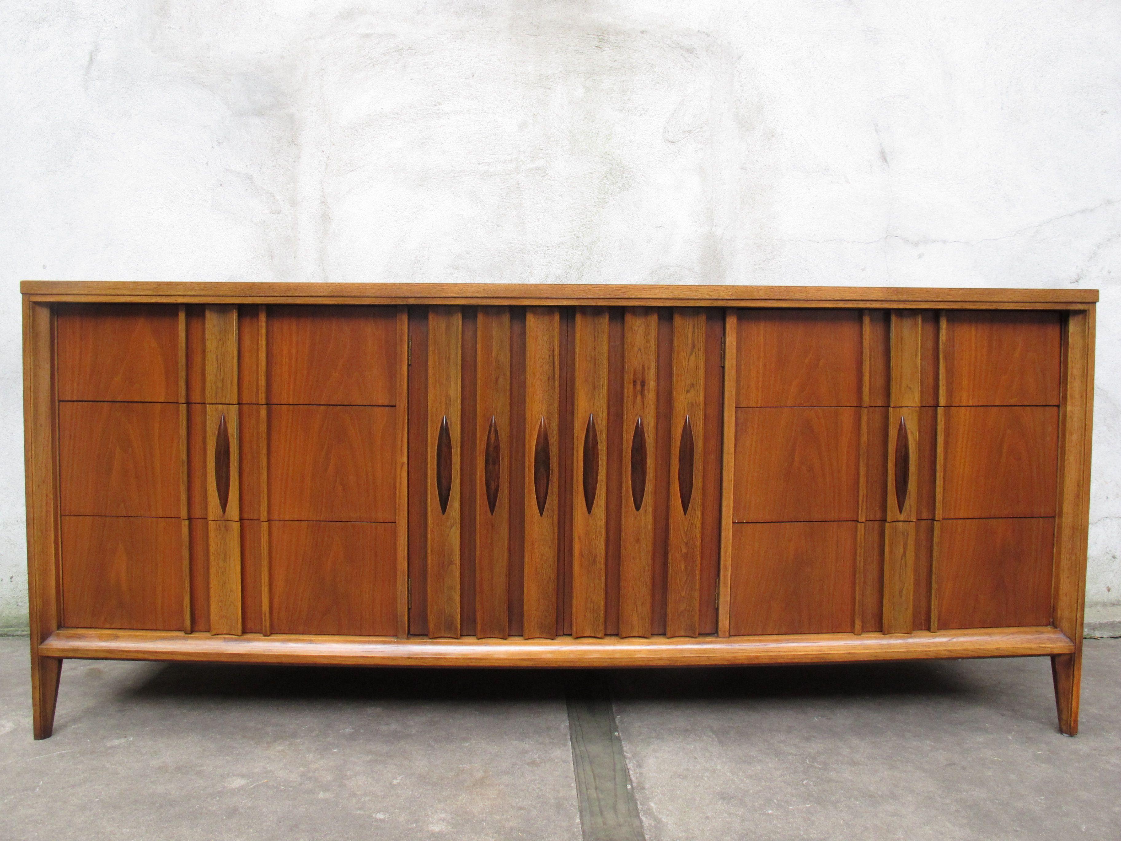 Best Mid Century Walnut Long Dresser By Thomasville Modern 400 x 300