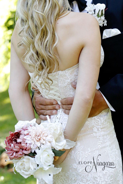 Soft florals at Elope Niagara Niagara falls wedding