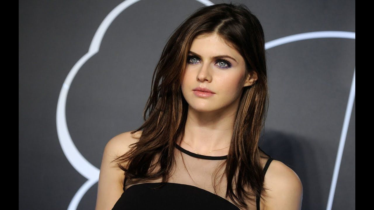 Top 10 Beautiful Girl In The World Alexandra Daddario