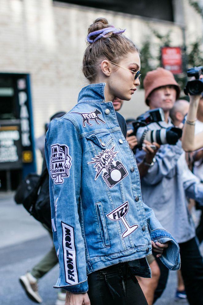 Street style à la Fashion Week printemps-été 2017 de New York : Gigi Hadid avec un chignon haut