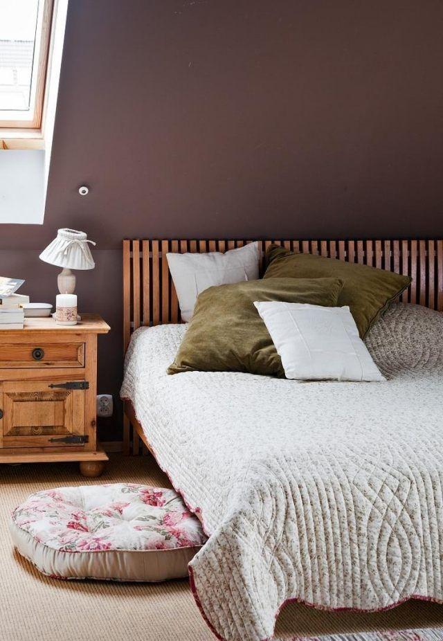 Chambre à Coucher Avec Un Mur En Couleur Marron