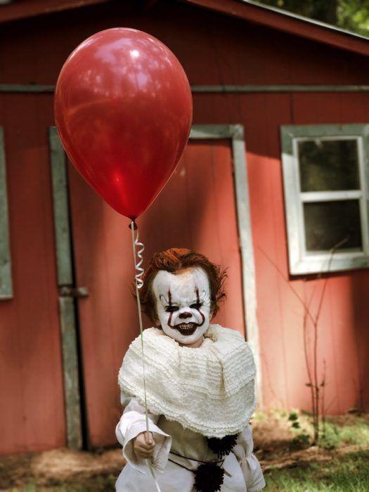Chico disfraza a su hermanito de \u0027Eso\u0027; quisiéramos decir que se ve - clown ideas for halloween