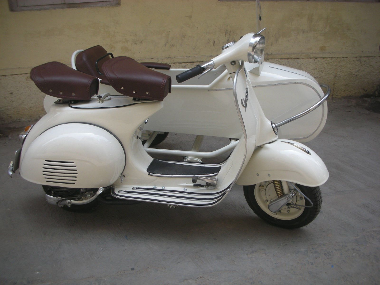 VESPA 1964 MODEL, NEW PX 150CC ENGINE WITH EURO SIDE CAR