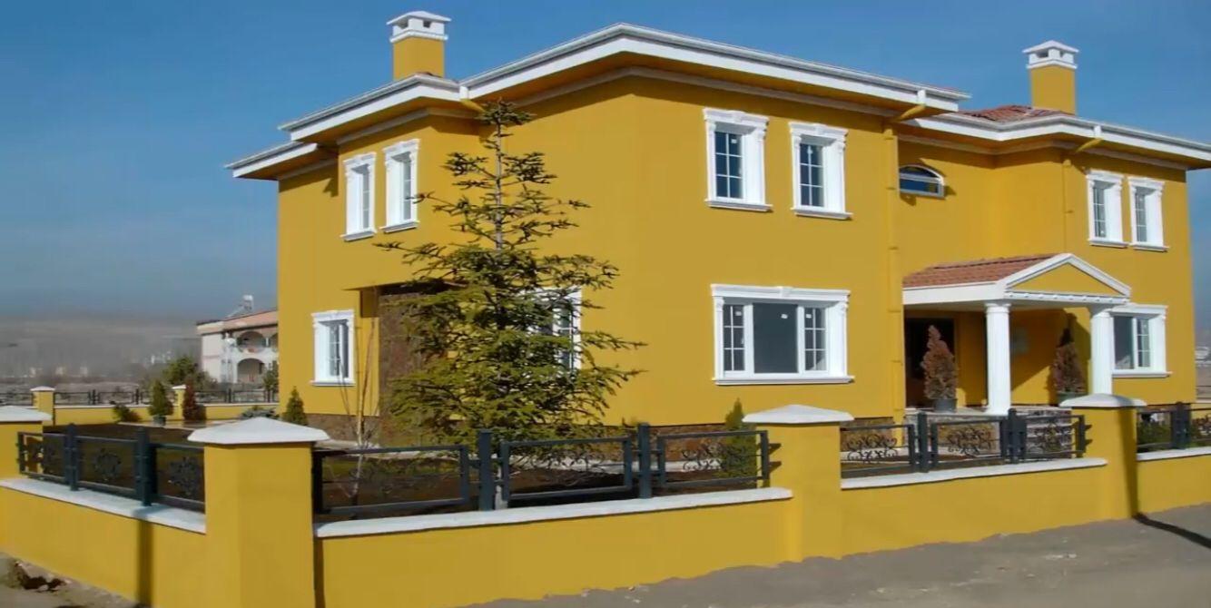 Sloping House Exterior Casas Amarillas Pinturas De Casas Casas Coloridas