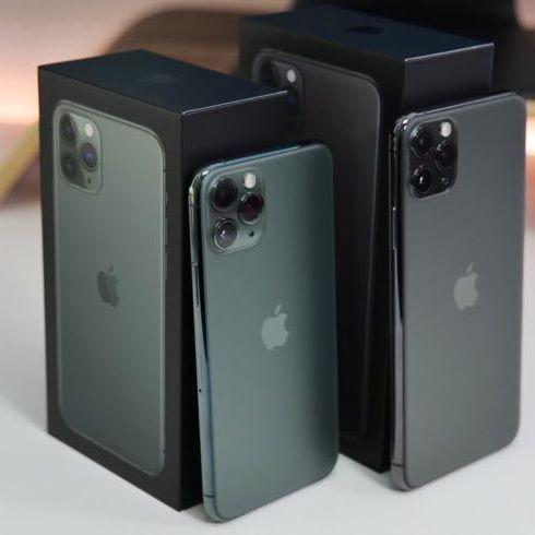 GIVING AWAY AN IPHONE 11 PRO & MAX! FOLLOW THE STEPS