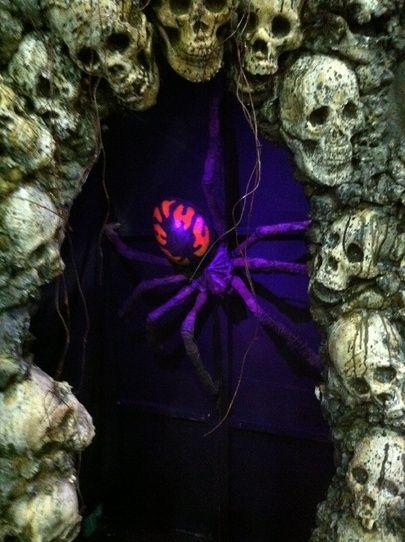 Spiders Lair Skull Arch Halloween Props Halloween