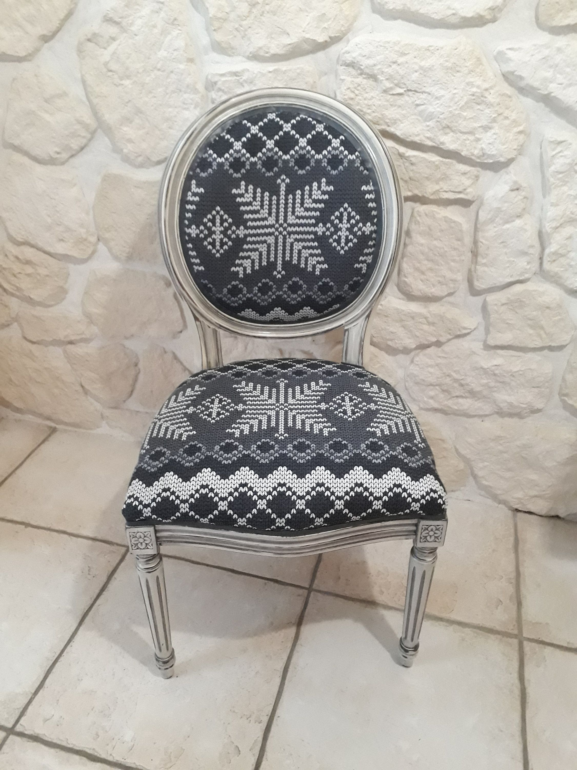 Renover Une Chaise Medaillon medallion chair redesigned cottage style and old patina