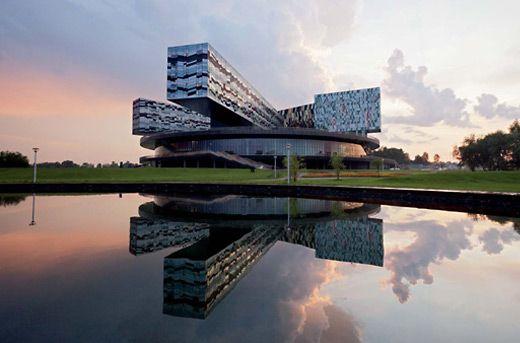 «СКОЛКОВО»: супрематизм в архитектуре