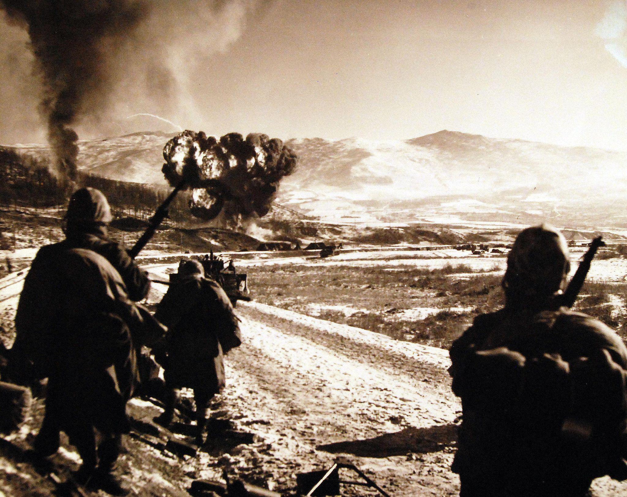 330PS971 (A5464) Korean war, Vietnam war photos