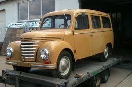 Framo V901/2 Bus (8-Sitzer)  Baujahr 1962, 1000 ccm/50   Der Framo Bus ist noch in der Originalfarbe lackiert. Der Boden wurde bereits erneuert, neue Achsen vorne und hinten eingebaut. Die komplette Antriebsgruppe von Motor über Getriebe bis Differential wurde ebenfalls schon erneuert.  Als nächstes kommt die Karosserie dran.