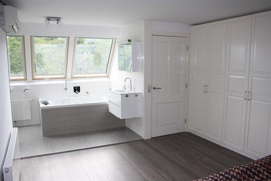 Badkamer Met Dakraam : Van dakterras naar walk in badkamer fakro dakraam verbouwen