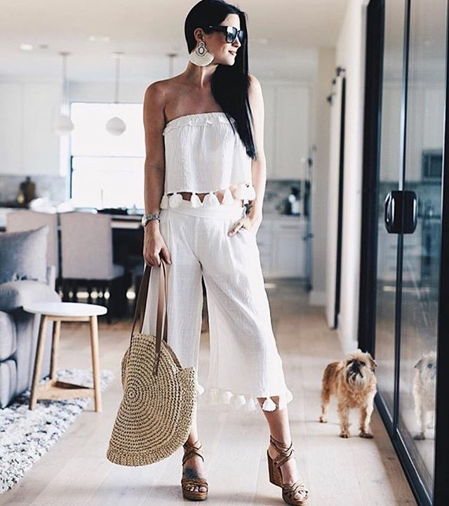 no bad days ☀️ love how @dtkaustin styles this pom pom tassle set // tap to shop (also in black)  #RG #sundaybest #stylediary #sets #streetstyle