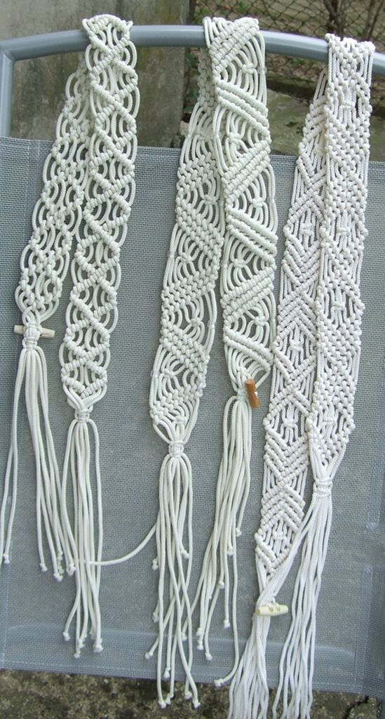 Learn how to make over seventy macramé knots and small repeat patterns, then use them to create a wide range of projects. Description from pinterest.com. I searched for this on bing.com/images