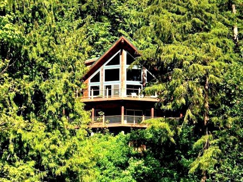 Silver Lake Cabin 7 - Unsurpassed lakefront views from this spectacular pet-friendly cabin!