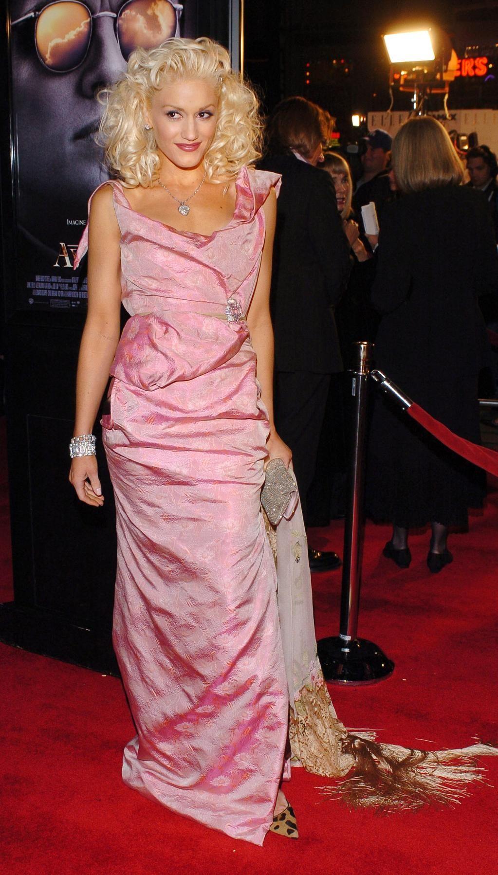 The Gwen Stefani Look Book Gwen stefani style, Fashion