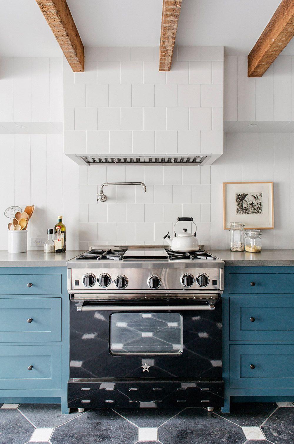 Küchenideen mit schwarzen schränken step inside a stunning brooklyn townhouse  küche küchen ideen und