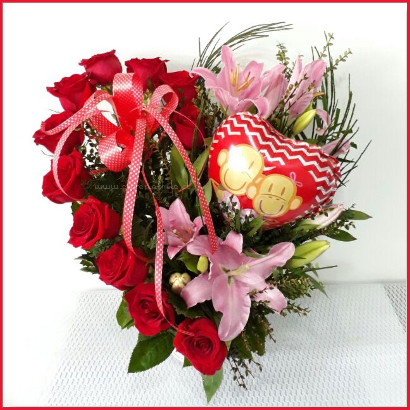 Hermoso Arreglo Floral En Forma De Corazón Con 12 Rosas