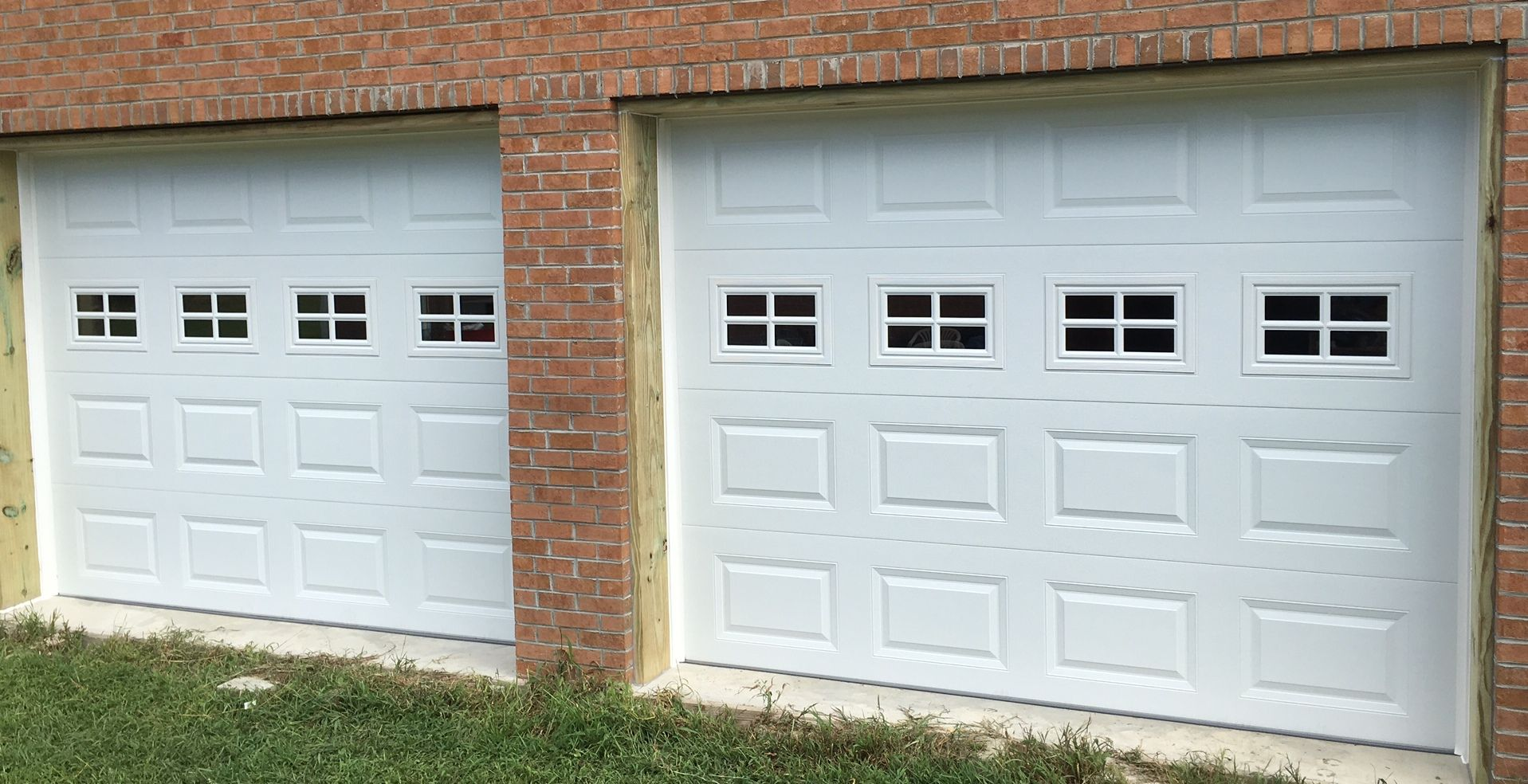 Two 9x7 Model 2216 Garage Doors With Stockton Glass Installed By The Richmond Store Teamappledoor Doors Garage Doors Outdoor Decor