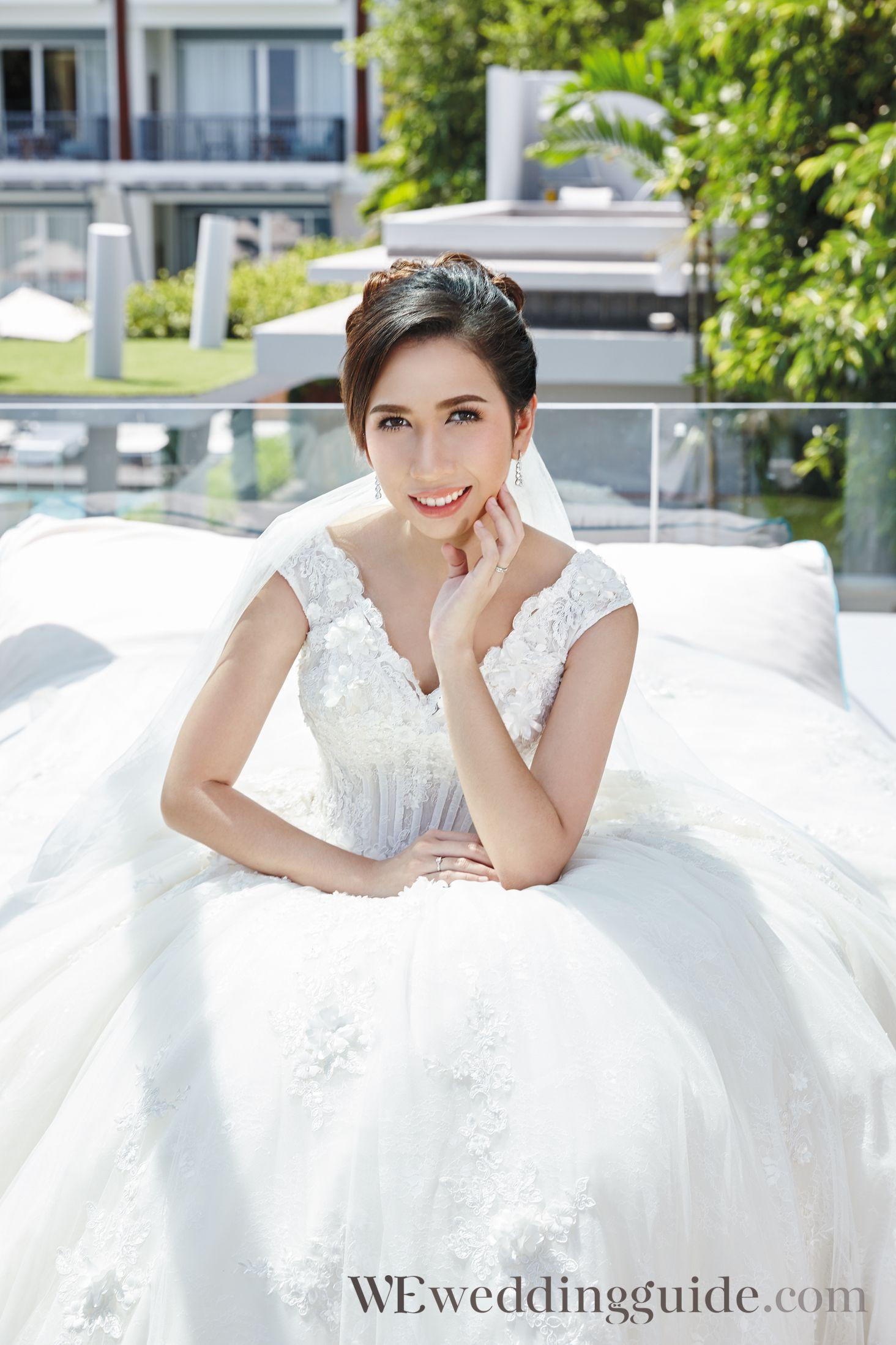 คุณปลาย สุภิชญ์ฌา ลาภพานิช และ คุณภูมิ ภาคภูมิ อุ่นจิตติ จากคอลัมน์ WE On The Beach / Suit&Dress : Feliz Wedding Studio / Issue 151 WE Magazine Thailand, November 2016 / Photographer : วิรัช / Stylist : กุลกณิช