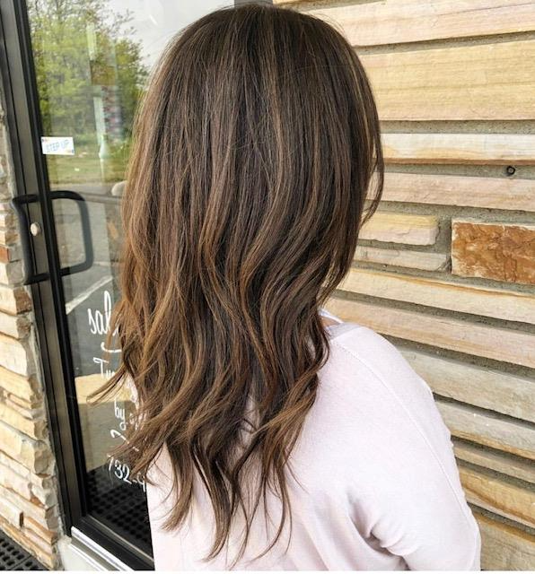 Highlight 140 Brunette Foilyage Highlights Achieve A Natural And Low Maintenance Hair Color For Brun Low Maintenance Hair Brunette Color Brunette Hair Color