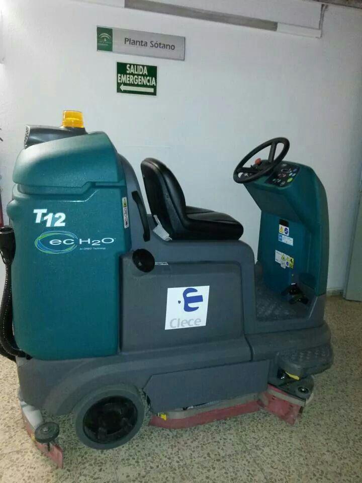 Fregadora Tennant T12ecH2O en Hospital de Andalucia. CLECE apuesta por la limpieza sostenible: ahorro de agua y menos emisiones de CO2. #limpiezapro