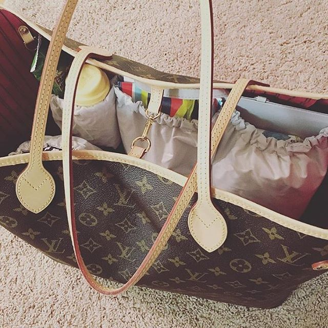 f49fda95c7d0 Love this pic of ToteSavvy inside the LV Neverfull GM!  regram   louisvuitton  diaperbagessentials