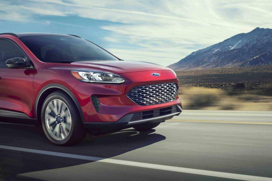Banc D Essai Ford Escape Une Surprise Signee Ford En 2020 Ford Presentation Interieure Boite Automatique
