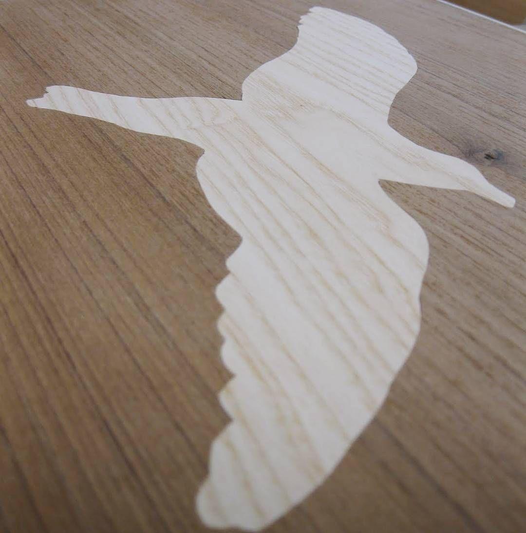 Een paar jaar geleden heb ik deze zeemeeuw ingelegd in een koffer. Aan de andere kant is de donkere zeemeeuw in de lichte lucht ingelegd.  #throwbackfriday maar dan #throwbacksaturday!  #tb #throwback #throw #tbf #tbs  #zeemeeuw #seagull #flying #fly #iwanttoflyaway #freedom #vrijheid #koffer #suitcase #wood #woodwork #woodworking #finewoodworking #fineer #veneer #ambacht #craft #meubelmaker #meubelmakerflorianbitter #puurgeluk #geluk de florianbitter