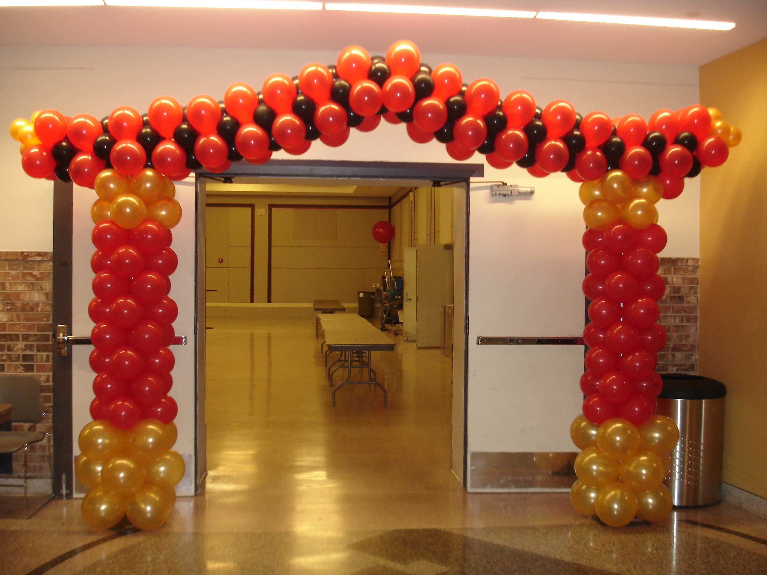 What 39 s a party without a pagoda balloons by the bunch for Arch balloon decoration