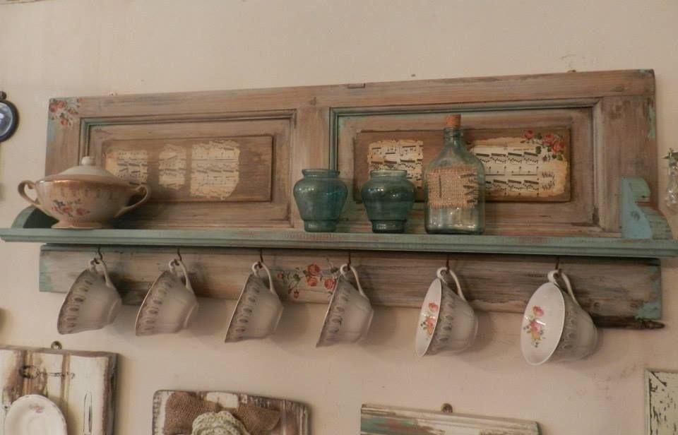 Eco ideas reciclaje consciente repisa con postigo - Decoracion de tazas ...