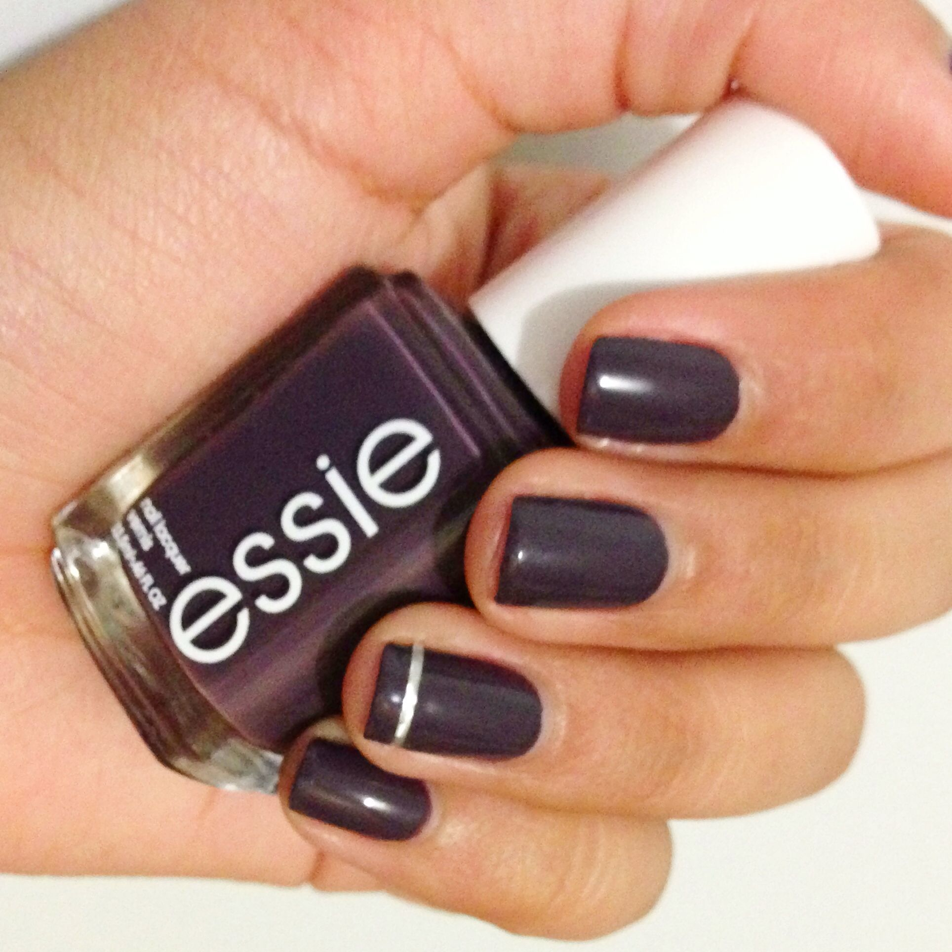 Essie Smokin\' Hot = ESSIE GEL SUPER GOOD 5004......but in deep red ...