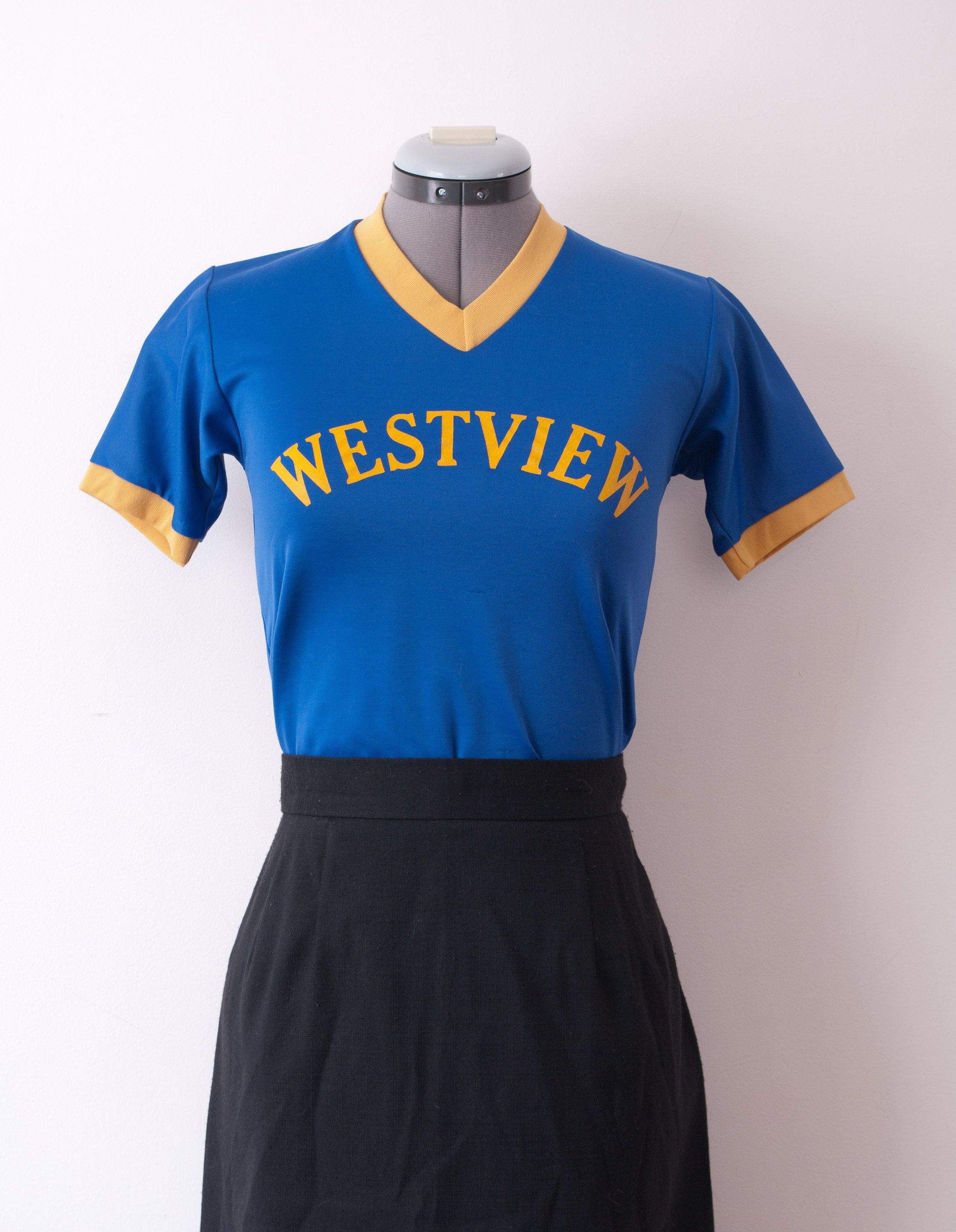 1980 S Cropped Sports Jersey Blue And Gold Cropped T Shirt In 2020 Vintage Clothing For Sale Jersey Sports Jersey