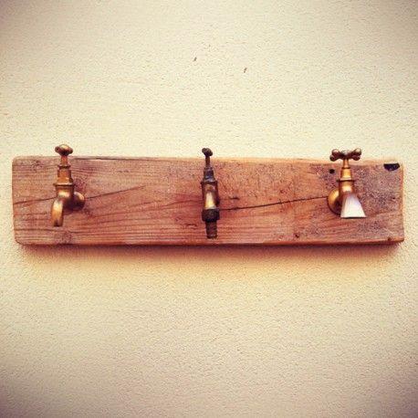 Perchero 2 cabezas grifos madera reciclada palet rekup for Grifos originales