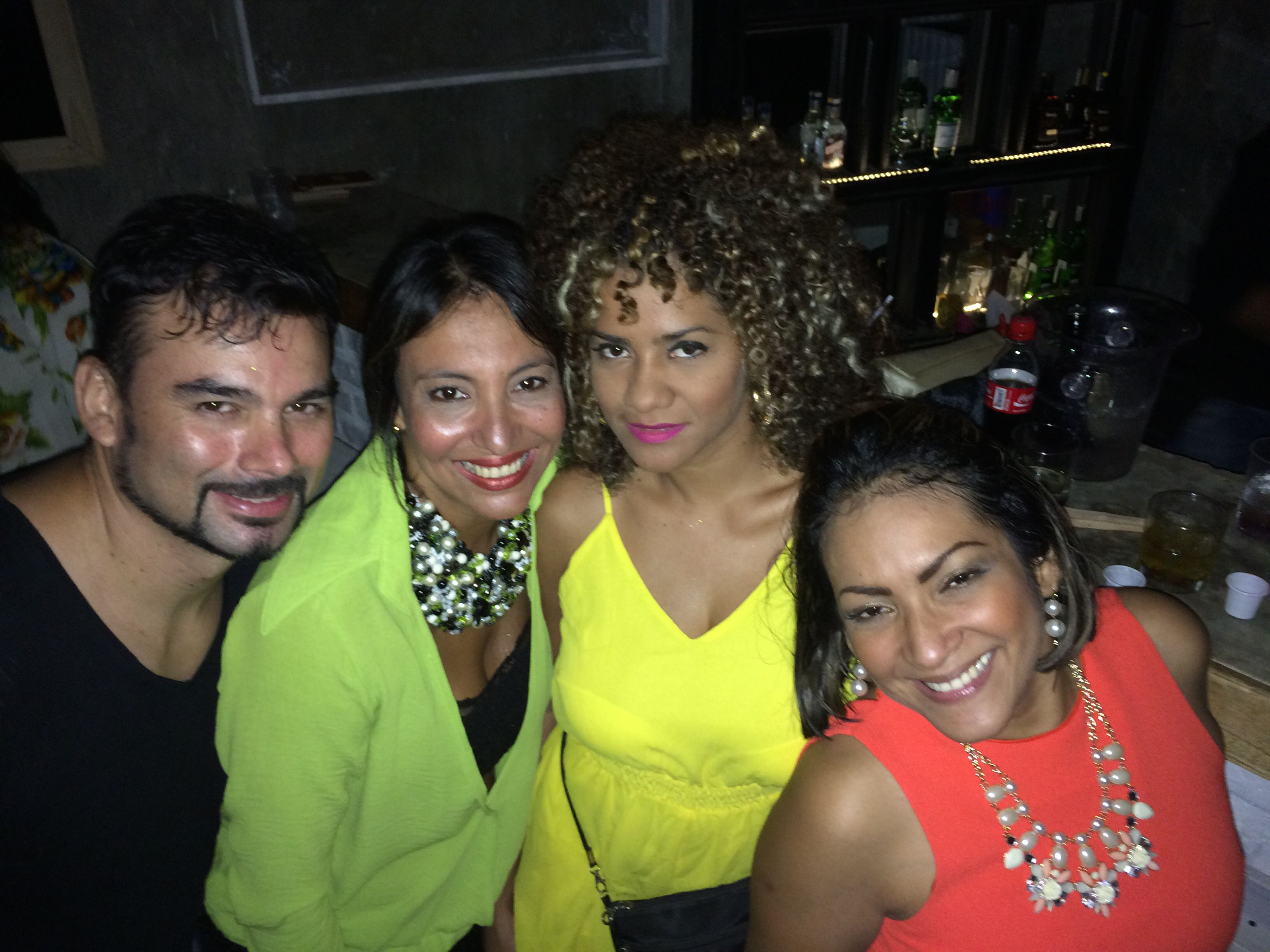 Pasándola Deli con amigos en Barbas - Santa Marta