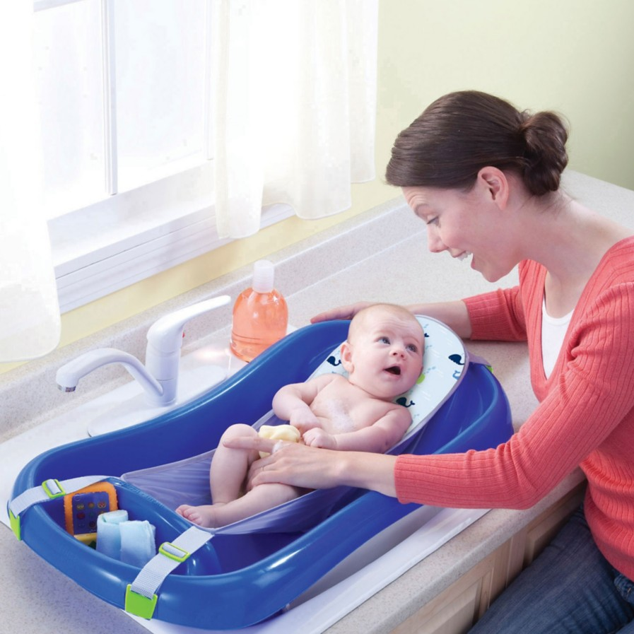 The Newborn Bathtub from @thefirstyears - we love the removable mesh sling that gives security to the tiniest of babies! #PNpartner