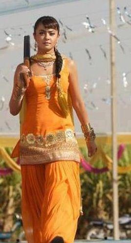 surveen chawla in punjabi suit - 110.6KB