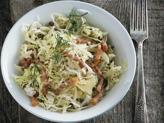 Speckkrautsalat ist ein Rezept mit frischen Zutaten aus der Kategorie Gemüsesalat. Probieren Sie dieses und weitere Rezepte von EAT SMARTER!