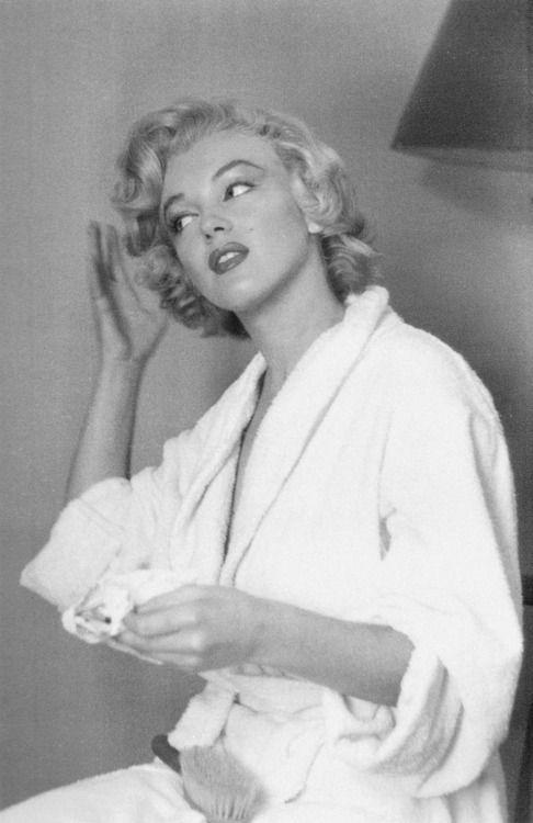 Marilyn photographed by Jock Carroll in 1952.