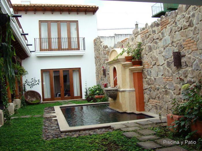 Fachadas de casas rusticas de dos pisos con balcon - Decoracion de casas antiguas ...