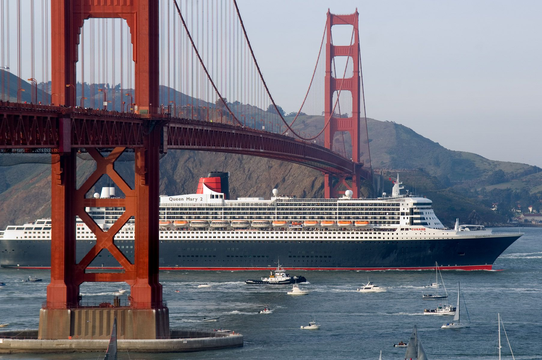 The RMS Queen Mary 2 arriving in