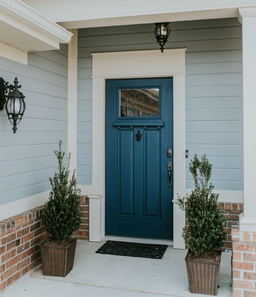 Front Door Color With Lighter Siding Paint In 2020 Fensterverkleidung Fassade Hausfassade