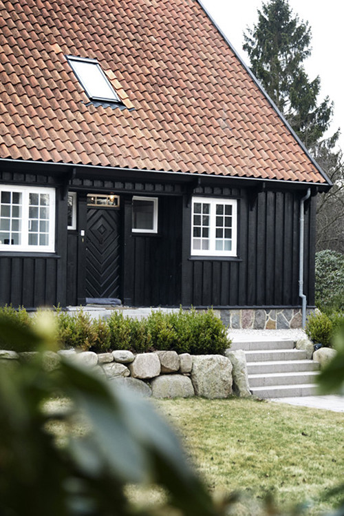 A Modern Rustic Home In 2020 Black House Exterior Modern Rustic Homes Rustic House